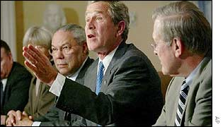 President Bush with State Secretary Colin Powell (l) and Defence Secretary Donald Rumsfeld