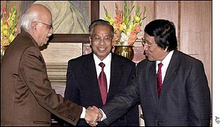 LK Advani (left) with Isak Chishi Swu (centre) and Thuingaleng Muivah