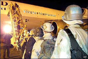 US soldiers prepare to fly to the Gulf from Germany