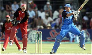 Nasser Hussain batting in Harare