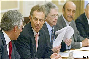 British Prime Minister Tony Blair (2nd left), British Foreign Secretary Jack Straw (l) and head of the Egyptian Intelligence service Omar Sulaiman (far right)