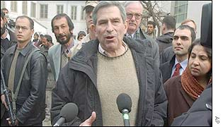 Paul Wolfowitz (centre)  in Kabul