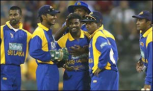 Sri Lanka celebrate a Muralitharan wicket