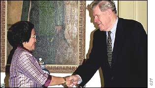 US envoy James Kelly shakes hand with Indonesian President Megawati Sukarnoputri