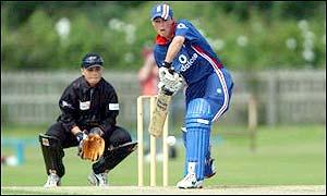 Laura Newton batting against New Zealand