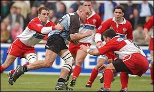 Dan Baugh battles on for Cardiff