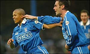 Cardiff stirkers Rob Earnshaw and Peter Thorne celebrate the winning goal