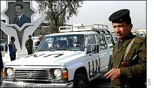 Iraqi troops and UN inspectors