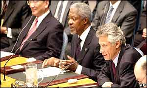 Kofi Annan flanked by ministers Dominique de Villepin of France (R) and Tang Jiaxuan of China