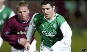 Mark Dempsie in action for Hibs