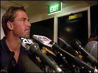 Shane Warne will carry on playing Test cricket