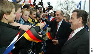 Chirac and Schroeder meet children in Berlin
