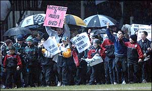 Pontypridd fans protest against plans for a provincial structure