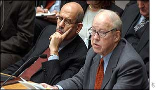 Hans Blix (foreground) delivers report to UN