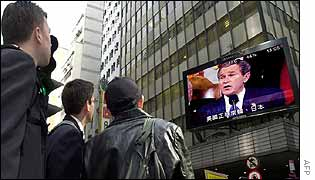 People watch Bush speech in Hong Kong