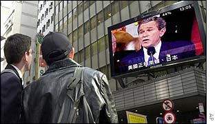Passers-by watch the Bush speech in Hong Kong