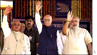 Left to right: PM Vajpayee, Deputy PM LK  Advani, Gujarat state Chief Minister Narendra Modi