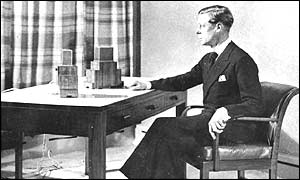King Edward VIII broadcasting to the nation