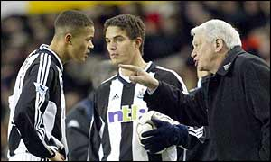 Sir Bobby Robson (right) instructs Jermaine Jenas (left) and Laurent Robert