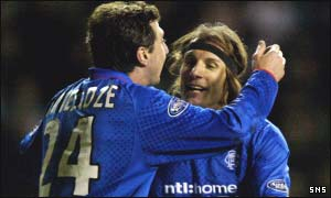 Shota Arveladze congratulates Claudio Caniggia at Easter Road
