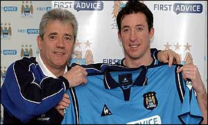 Manchester City boss Kevin Keegan with new signing Robbie Fowler.