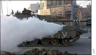 Israeli tank roars into Hebron under a smoke screen