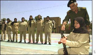 Training of female Iraqi soldiers