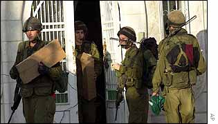 Israeli troops search Hamas offices in Hebron