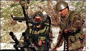 Lebanese army anti-aircraft gunners in Sidon