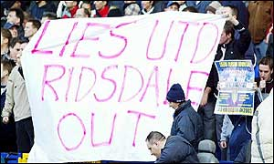 Leeds fans demonstrate against chairman Peter Ridsdale