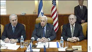 Israeli Foreign Minister Binyamin Netanyahu (l), Ariel Sharon (c), Dan Kurtzer