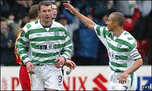 Chris Sutton is congratulated by Henrik Larsson