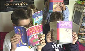 Teens reading Harry potter