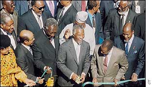 Thabo Mbeki (centre) cuts the ribbon opening the summit