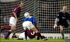 Ronald de Boer stoops to put Rangers ahead