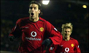 Manchester United striker Ruud van Nistelrooy and midfielder David Beckham