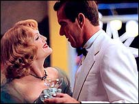 Julianne Moore and Dennis Quaid in Far From Heaven