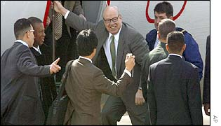 Hans Blix arrives in Baghdad