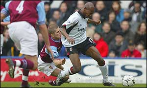 Luis Boa Morte wins Fulham a penalty under Joey Gudjonsson's challenge