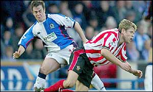 David Thompson and James Beattie battle for possession