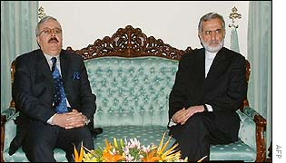 Iranian Foreign Minister Kamal Kharazi (R) meets with his Iraqi counterpart Naji Sabri in Tehran
