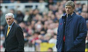 Newcastle's Sir Bobby Robson (left) and Arsenal boss Arsene Wenger watch the action at St James' Park