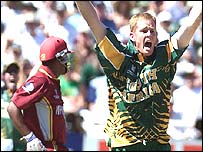 Pollock appeals for Lara's wicket