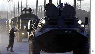 Turkish armour moves along the Iraqi border