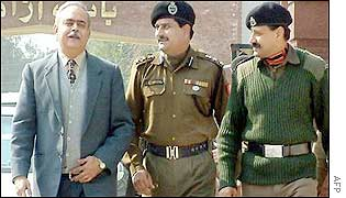 Senior diplomat Sudhir Vyas (L) walks into Indian territory at Wagah