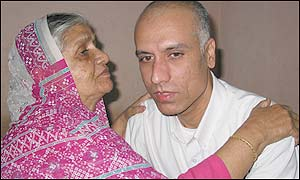 Gul Mohammed Shah with his mother (Picture: SnapsIndia)