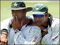 Shoaib Akhtar and Wasim Akram relax at the Wanderers