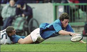 Mauro Bergamasco scores a stunning try against Scotland in the 2001 Championship