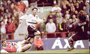Ryan Giggs scores the winner against Arsenal in the 1999 FA Cup semi-final