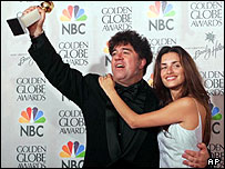 Pedro Almodovar with Penelope Cruz at the Golden Globes 2000
